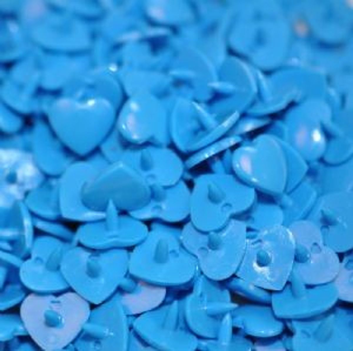 Sachet de 25 pressions résine coeurs - Bleu roy